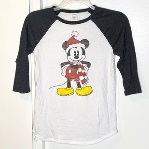 Disney Mickey Mouse w Scarf Christmas Tshirt M